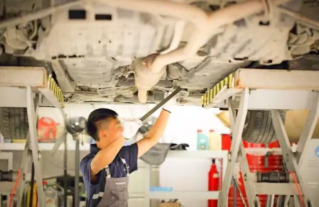 今天,汽车修理店车间温度 50℃,喷漆房 60℃